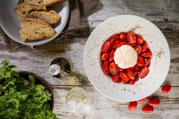 Σαλάτα Ντοματίνια με Κατσικίσιο Τυρί